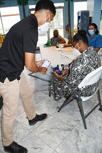 Seniors Get Free Smartphone Training During Older Persons Month